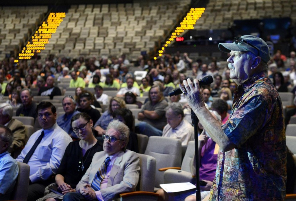 More than 600 people were in attendance for Wednesday night's forum discussing a proposed homeless shelter in Anaheim. Audience members were given 30 seconds togive their opinions. ///ADDITIONAL INFORMATION: shelter.forumb Ð 9/30/15 Ð BILL ALKOFER, - ORANGE COUNTY REGISTER - Shelters and opponents of a proposed homeless shelter in Anaheim had a chance to sound off during a community forum.