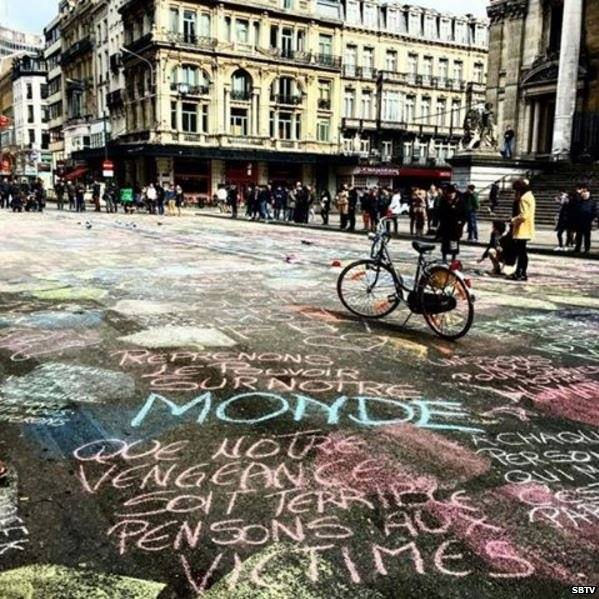 Chalk messages of love and peace begin covering #Brussels in response to the attacks claimed by Islamic State militants